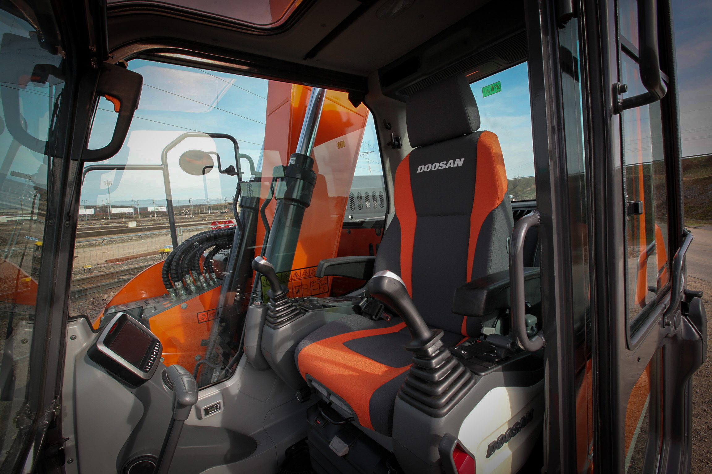 Doosan DX 140 LCR Specifications & Technical Data (2009-2013