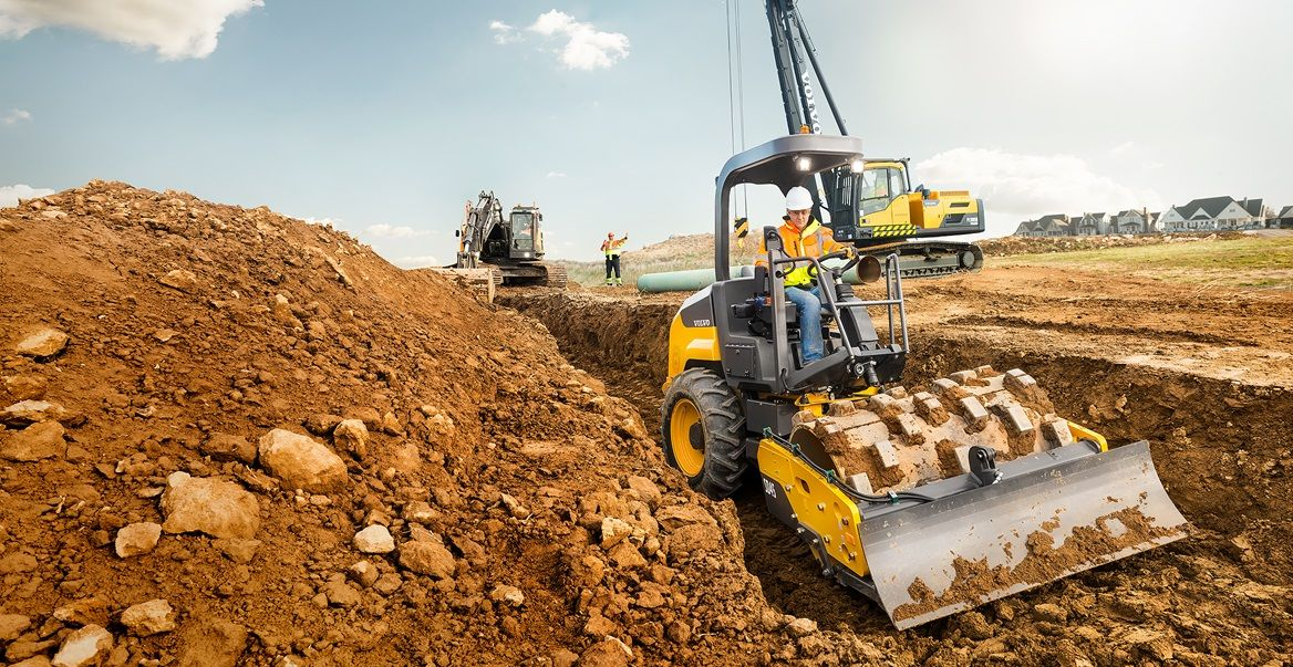 Ground leveling equipment using a electric hand planer